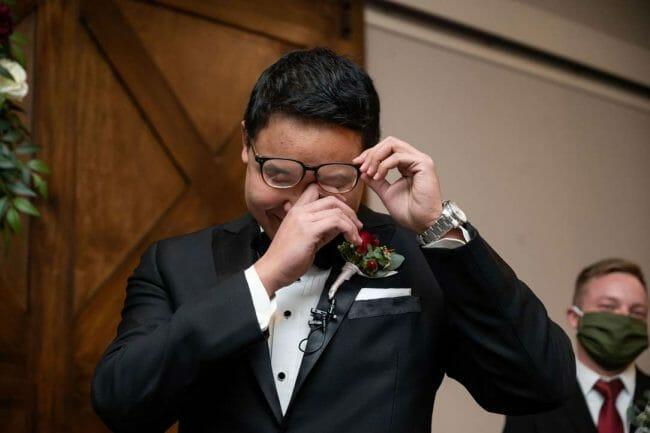 groom's reaction to bride