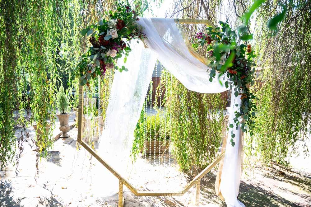 geometrical-wedding-arch
